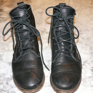 Leather lace up boot Women's 6.5